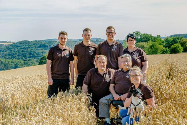 Von links oben: Lukas, Phillip M., Dominik, Sandra - Vorne: Karl-Heinz, Reinhard, Ann-Katrin