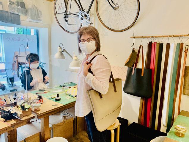 横浜のレザークラフト教室ヨコハマセリエ生徒さんのトートバッグ完成