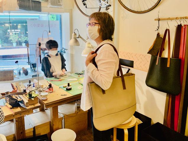 横浜のレザークラフト(革)教室ヨコハマセリエの生徒さんトートバッグ完成