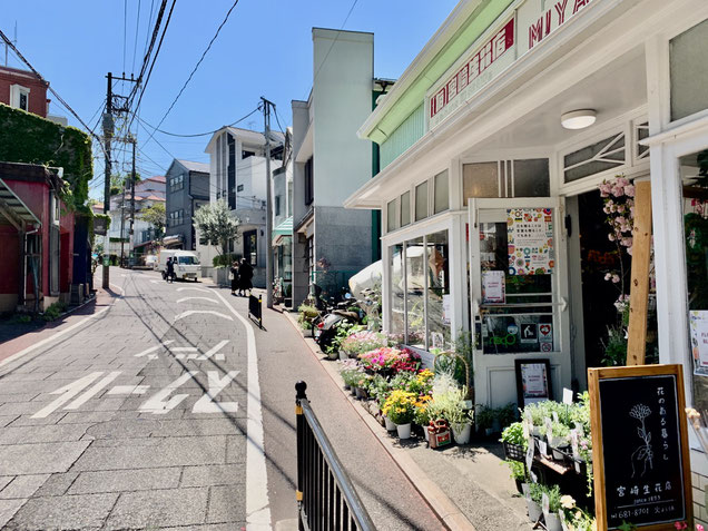 横浜のレザークラフト教室の手前の花屋さん