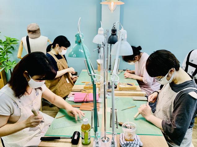 レザークラフト教室ヨコハマセリエの大阪教室の様子