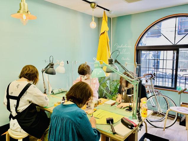 レザークラフト教室ヨコハマセリエの大阪心斎橋教室様子