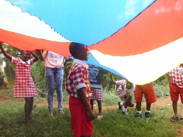 Kindergarten Ghana Spiel Bewegungsmaterial Joyful Learning School