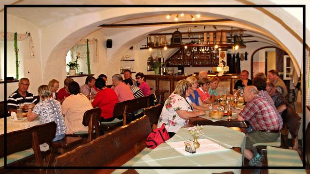 Kuhstallbar - der ehemalige Kuhstall wurde zur Bar umgebaut