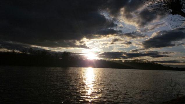 ANGST | PANIK - Dunkle Wolkenfelder machen sich auf Ihrer Seele breit? Und doch gibt es manchmal einen Lichtblick in Ihrem Leben?