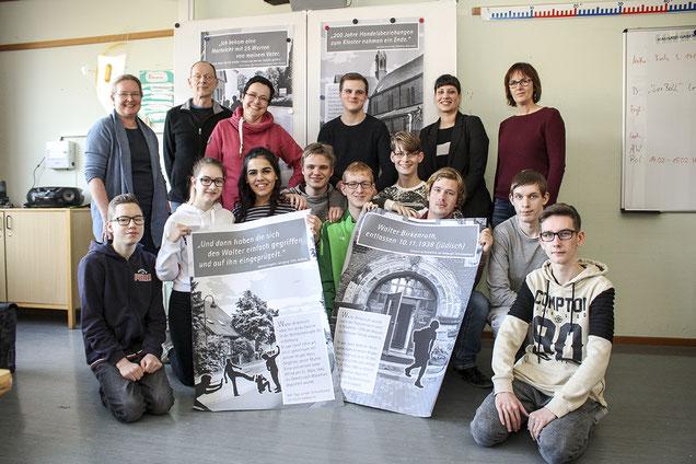 Etliche Aktionen haben die ehemaligen Zehntklässler der Rehburger Wilhelm-Busch-Schule gemeinsam mit dem Arbeitskreis Stolpersteine Rehburg-Loccum durchgeführt – und hoffen nun darauf, dass sie zu den Preisträgern des Elisabeth-Weinberg-Preises gehören.