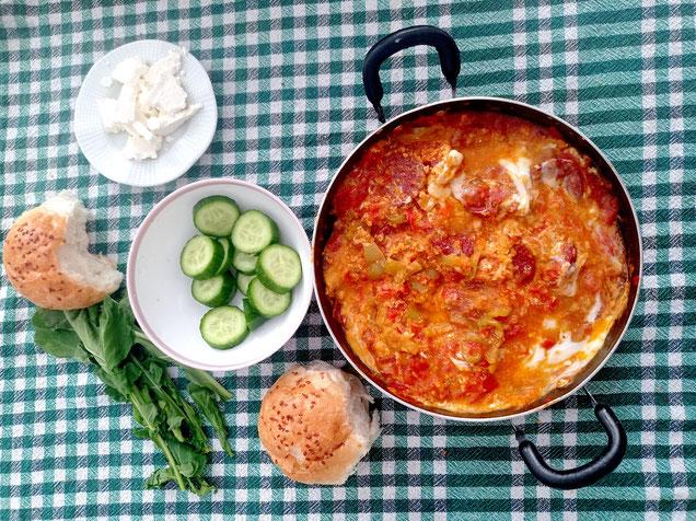 türkisches Frühstück mit Menemen
