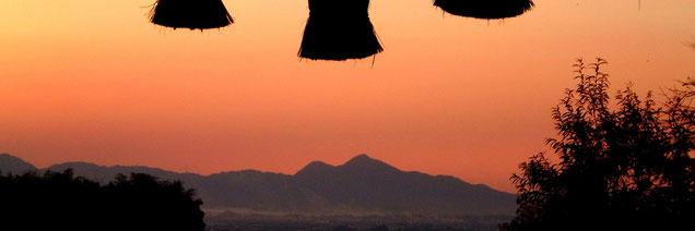 桧原神社より二上山を望む