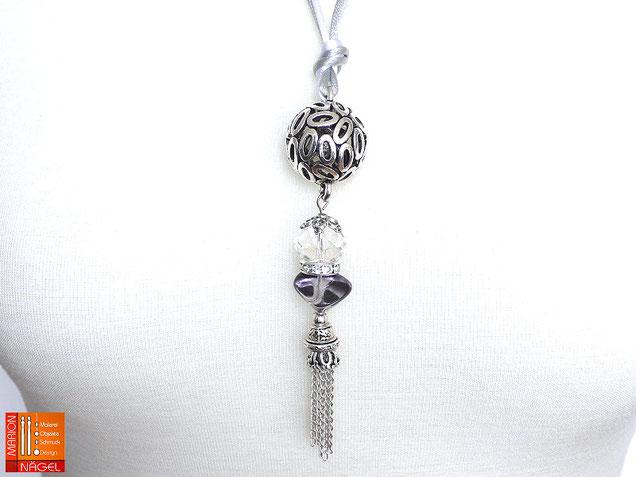 Halskette mit Kugelanhänger grau silber