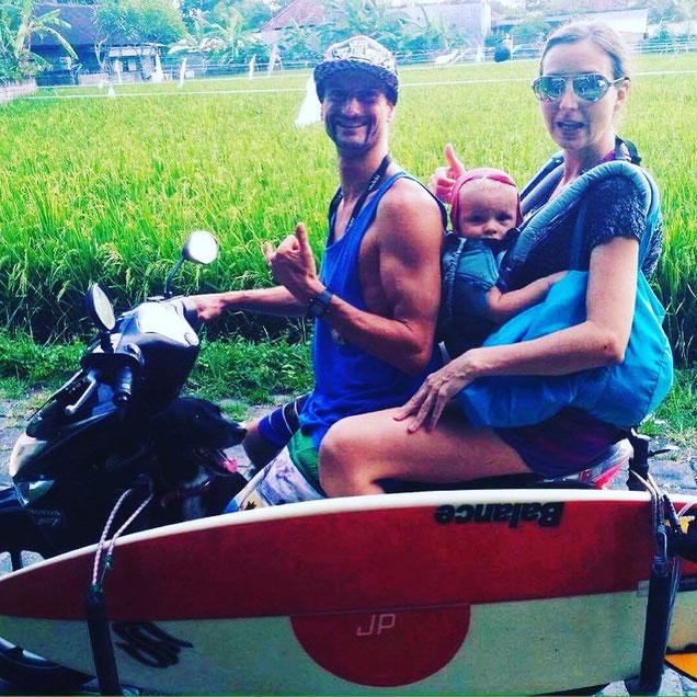 Die Yoga-Familie in Elternzeit auf Bali unterwegs. Yoga Mama Blog MOMazing.