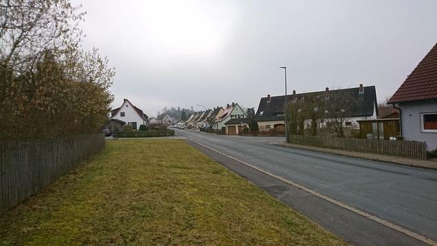 St.-Georg-Straße mit Schlossberg im Hintergrund © Simon Ernst