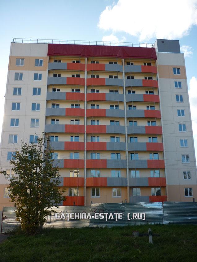 На фото: Лаголово, ул. Садовая, дом №14 (строящийся). Сентябрь 2014 год.