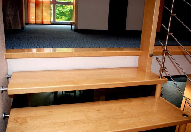 Bucher Treppen - Deckenanschluss: Austritt als Holzstufe