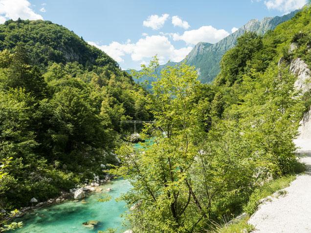 Die Landschaft bei Kobarid mit dem Fluss Soća