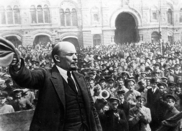 Lenin tiene un discorso per l'inaugurazione di un monumento a Stapan Razin