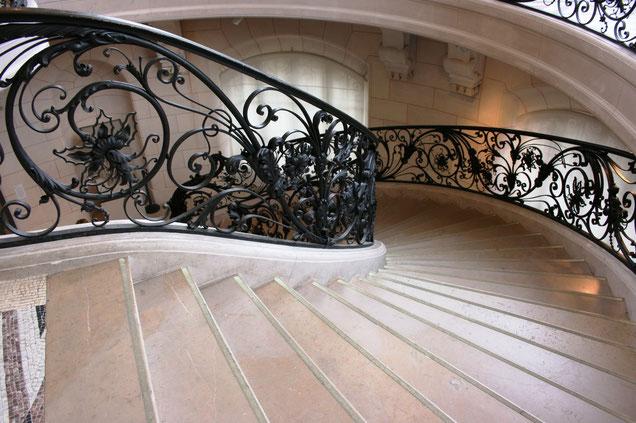 Staircase to Estherdallavalle. Scoprire i valori del Brand Esther Dalla Valle. Vera Pelle Handmade