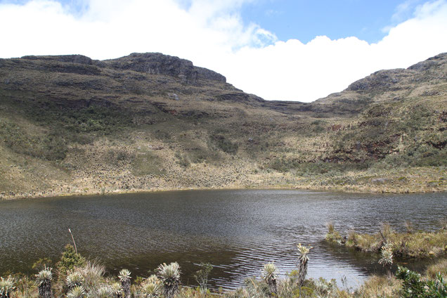 The lake Iguaque was holy for the Muisca people. In their religion, the ancestors of the human race came out of this lake.