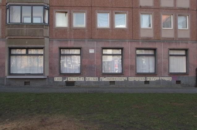 """""""Ihr verliert keine Grundrechte, sondern Privilegien"""" Rosa Luxemburg Platz"""