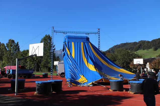Auf- und Abbau des Zelts