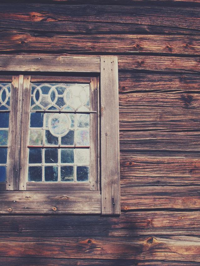 bigousteppes skansen parc stockholm maison bois fenêtre