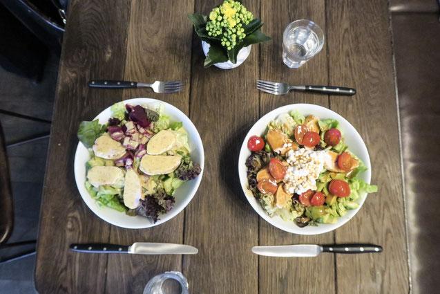 Restaurant apoTHEKE Lunch Bar Kaffee Mariam alias Zurichfoodadvisor am Lasagne, Panini und Salat essen, Kaffee, Cappuccino, Zara, Brünettem Model, Foodie, Zurich, vegan, salat, dessent, Kuchen, vergangen Kuchen, hausgemacht, Uni Zürich