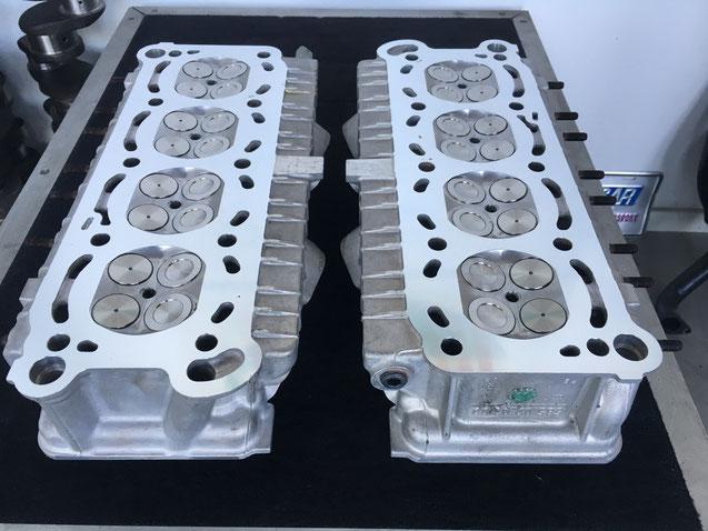 Gereviseerde Maserati V8 cilinderkoppen.