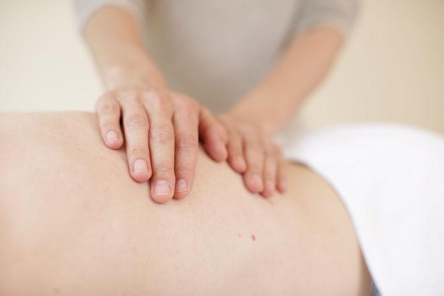 Als zertifizierte Osteopathin beherrscht Frau Burkart alle osteopathierelevanten Bereiche