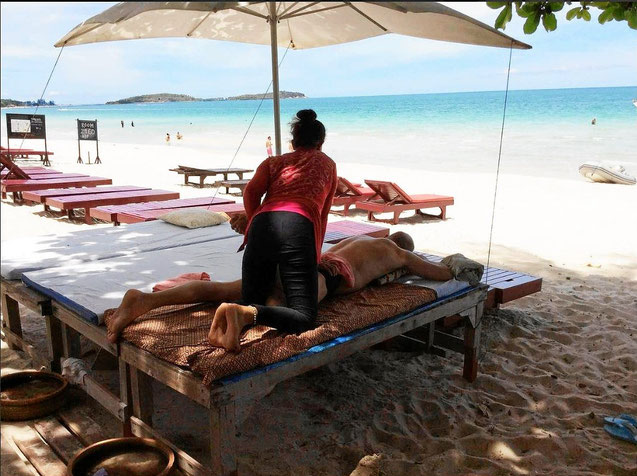 Massage am Strand von Koh Samui in Thailand
