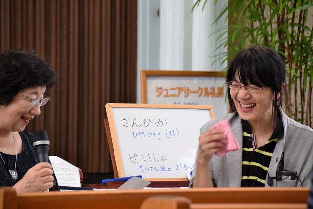 2016年10月2日(日)、ジュニアサークルで行ったインタビュー礼拝のひとこま。笑顔の亮子さんです。左は聴き手の光代姉。