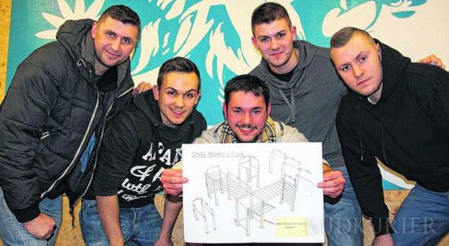 Andreas Meier, Jan Kartapolow, Dani Siefert, Philip Storublev und Stas Hahn (von links) präsentieren den Entwurf für den geplanten Street-Workout-Park. | Bild: Lipinski