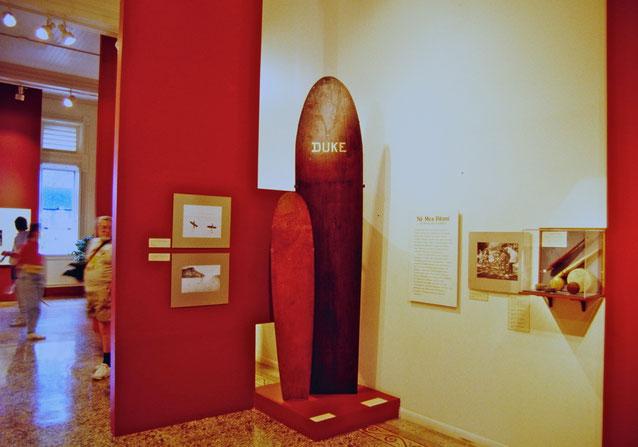 ビショップ博物館にあるデュークの使ったサーフボード