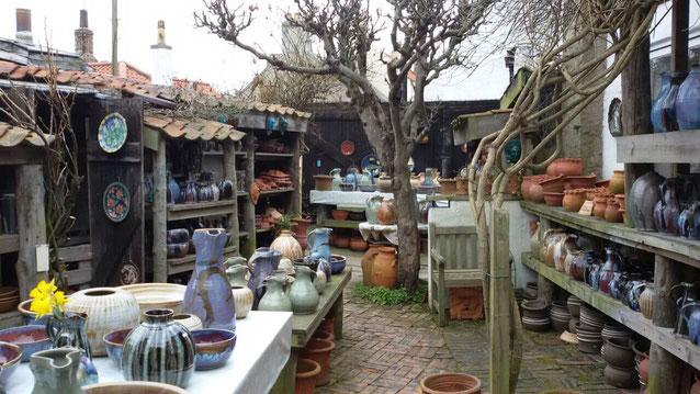 Ein Blick in den Innenhof der Crail Pottery