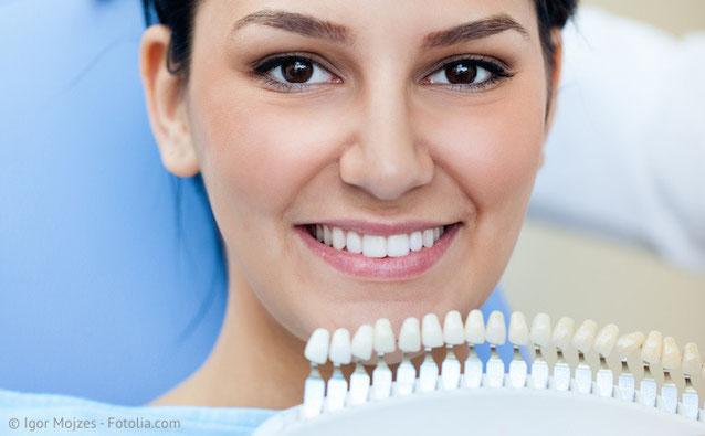 Wie die Zahnaufhellung funktioniert und warum Bleaching beim Zahnarzt sicher ist.