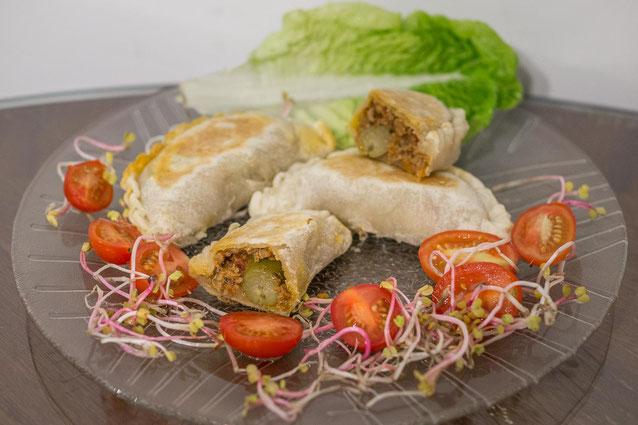 """Argentinische Empanadas """"Criollas"""" mit Rindfleisch und Oliven"""