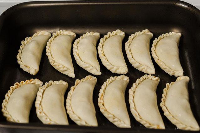 Bereit für den Ofen. Argentinische Empanadas mady by Hernan :-)