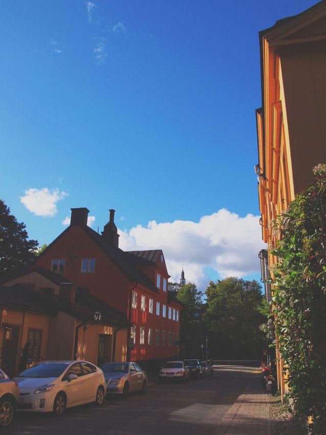 stockholm suède rue rouge orange maisons