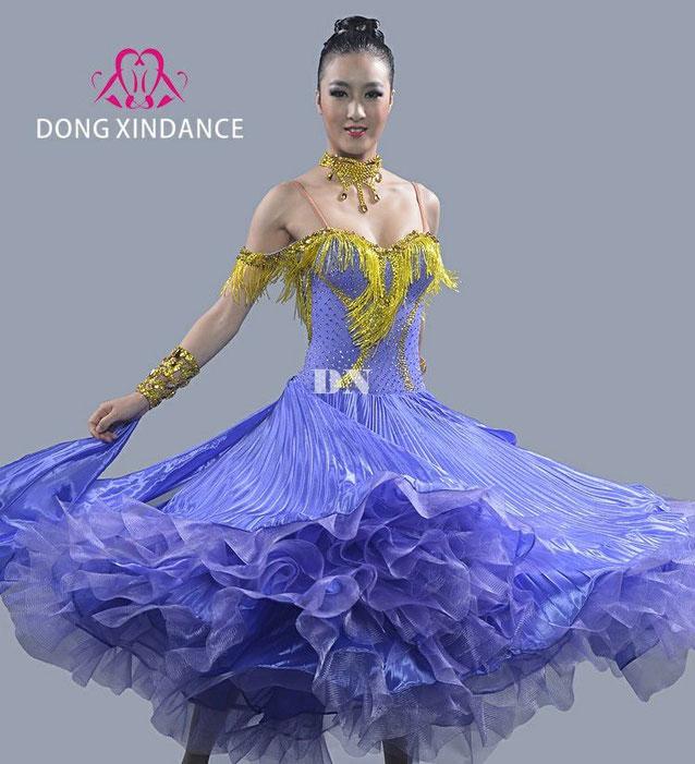 人気のプリーツ&竹ビーズを組み合わせたモダンドレスです。素材と縫製にこだわったドレスです。カラーを変えてオリジナルドレスに。デザイン変更は有料にて承っております。