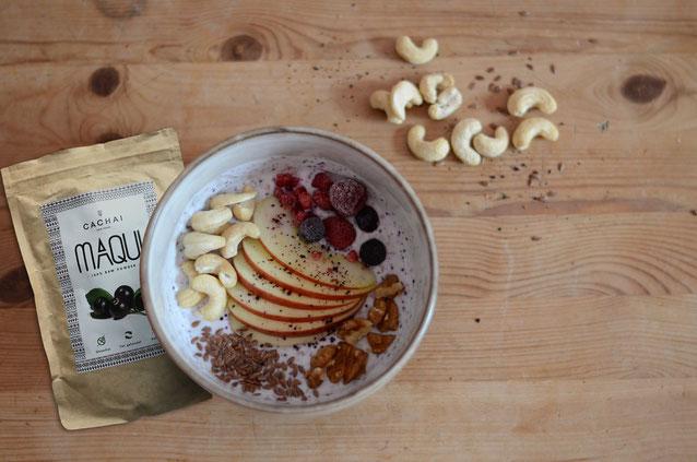 Joghurt mit Maqui, Beeren und Nüssen