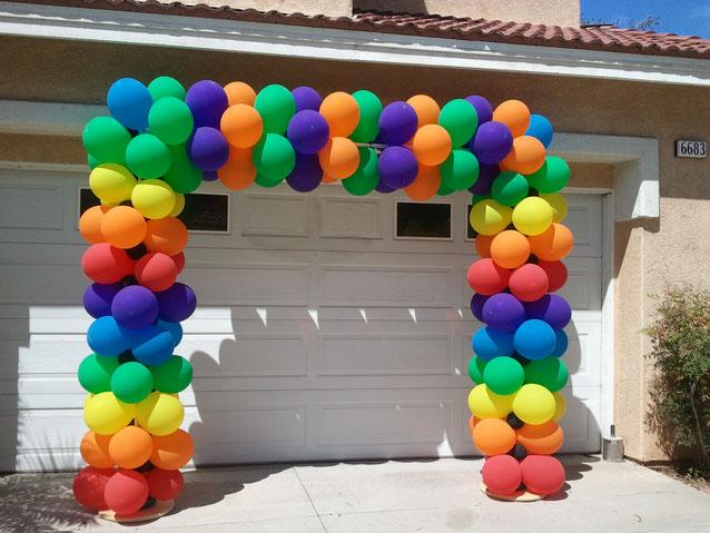 arco de globos multicolor