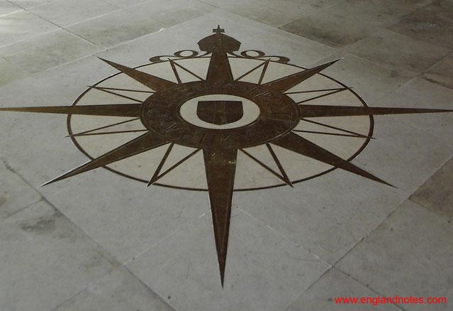 Sehenswürdigkeiten und Reisetipps Canterbury: Die Compass Rose in der Kathedrale von Canterbury.