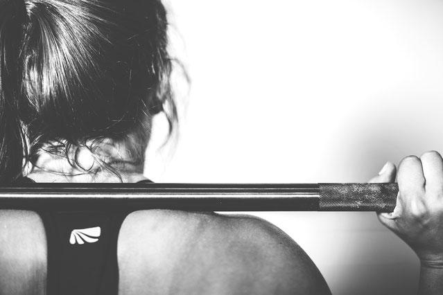 Kniebeugen sind ein extrem gutes Bodyworkout.