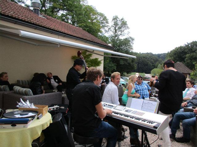 Wir machen auch Apero Musik - Rock'n Roller Hochzeit 2015 - Abends gings dann zügiger zur Sache.