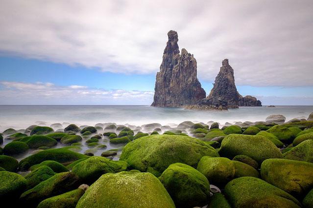 Arnd Hertel:        Einsame Felsen