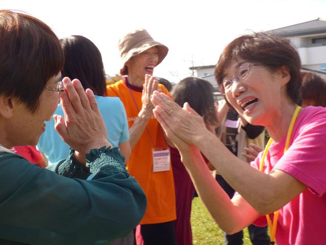 2019年10月23日松阪市鈴の森公園笑いヨガ 三重テレビ取材