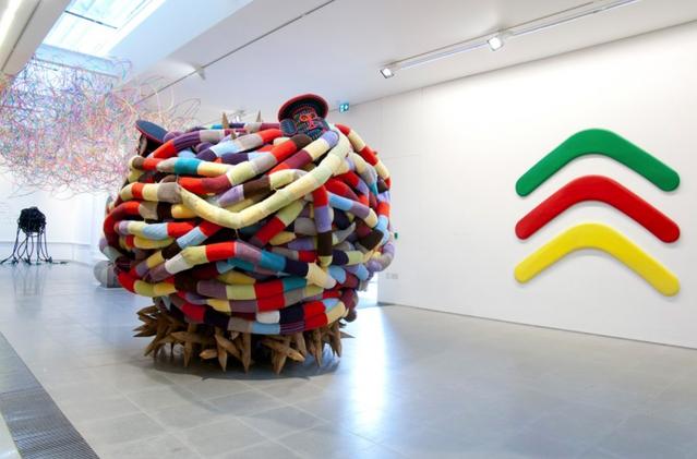 """Pascale Marthine Tayou, Africonda, exposition """"boomerang"""" à la galerie Serpentine de Londres, du 4 mars au 17 mai 2015"""