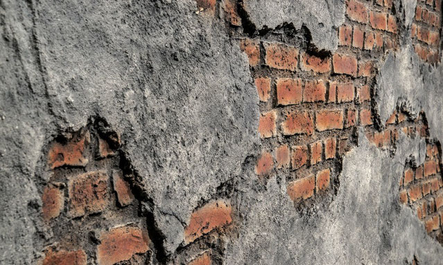 Alte Ziegelmauer mit Beton - GFK Wandpaneele