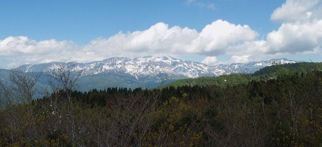 こつぶり山から・・・もう直ぐ登山シーズンとは言えまだまだ残雪が多いようです