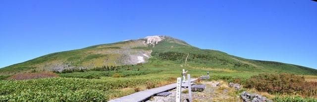 弥陀ヶ原から御前ヶ峰を仰ぐ