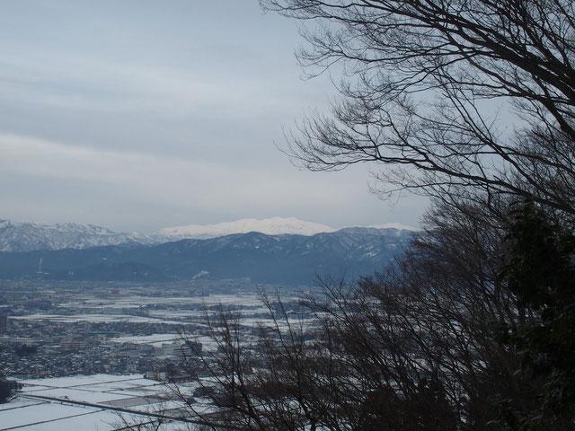 曇り空ながら白山がよく見えました