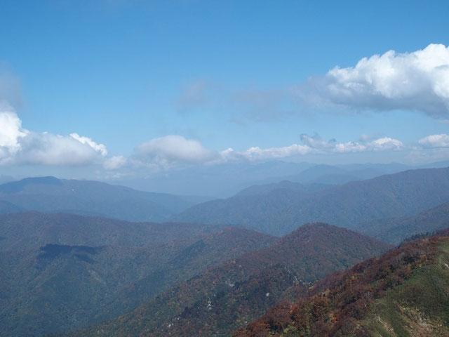 残念ながら白山山頂は雲隠れでした。                             山友が先日登った時に送ってくれた写真を思い出しながら飽きずに眺めていた。